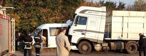 На Черкасщине в жуткое ДТП с грузовиком попала группа школьников – погиб ребенок