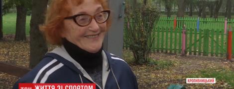 В Кропивницком пенсионерка с кардиостимулятором по собственной системе тренирует всех желающих
