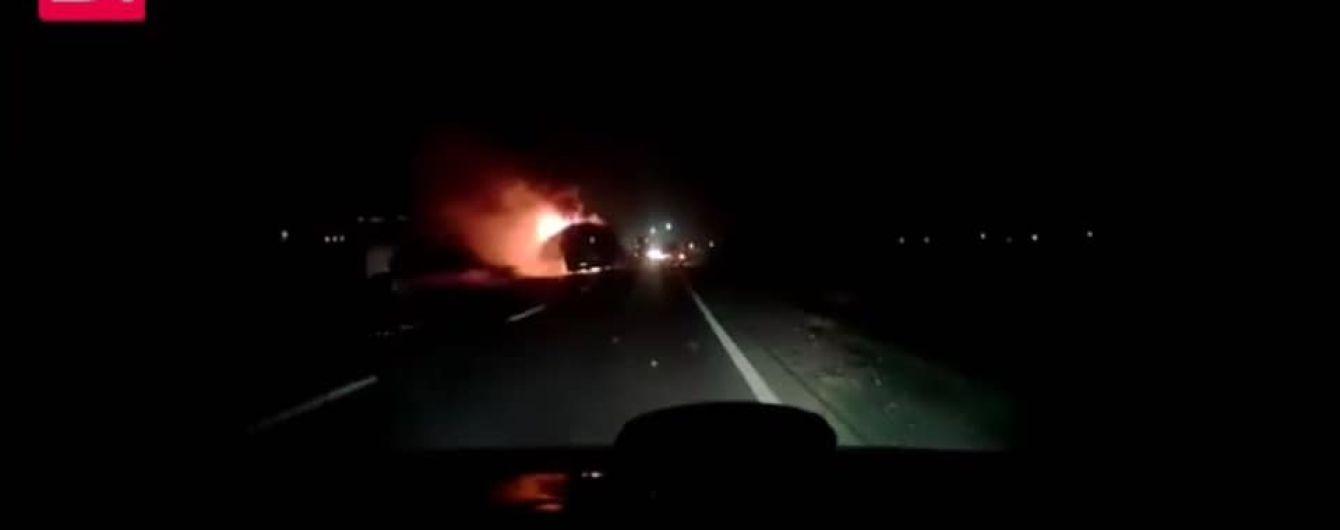"""""""Тормозные колодки воняли еще утром"""". На Львовщине сгорел дотла автобус, который вез 50 туристов из Карпат"""