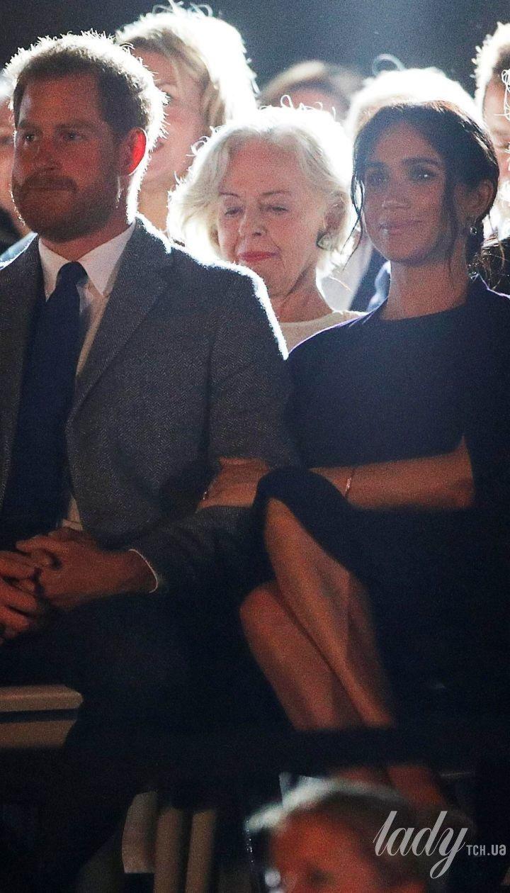 """У сукні від Stella McCartney і нових сережках: герцогиня Меган і принц Гаррі на церемонії відкриття """"Ігор Нескорених"""""""