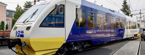 """В """"Укрзализныце"""" показали рельсовые автобусы для экспрессов до аэропорта """"Борисполь"""""""