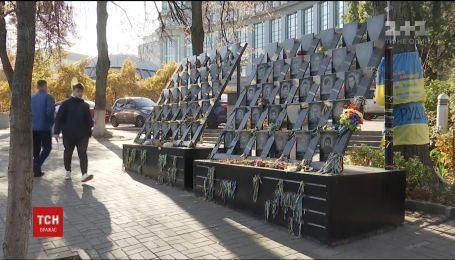 Временный мемориал памяти Небесной сотни просят перенести для проведения следственных действий