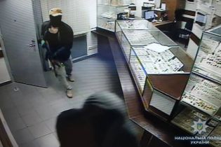 У Києві заарештували росіянина за підозрою в кривавому пограбуванні крамниці