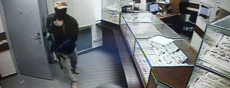В Киеве арестовали россиянина по подозрению в кровавом ограблении магазина