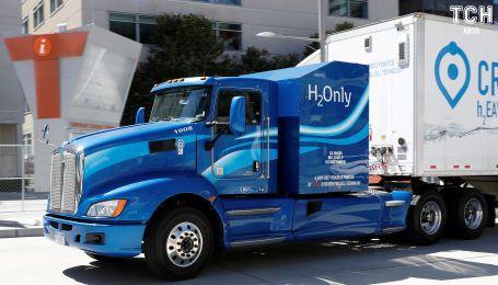 Експерти назвали безглуздою розробку вантажівок на електриці та водні