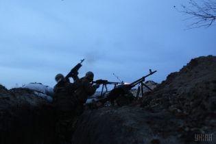 Террористы час били из пулеметов по Новомихайловке, ранен боец ООС