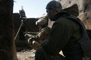 В зоне ООС на Донбассе ранили украинского военнослужащего, боевики не прекращают провокаций