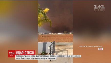 Мощный торнадо обрушился на окраину столицы Кипра