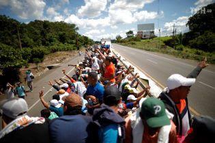 """""""Караван мігрантів"""" відкинув пропозицію президента Мексики і наближається до США"""