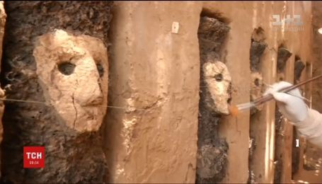 В Перу археологи відкопали давні дерев'яні статуї, які пролежали під землею 800 років