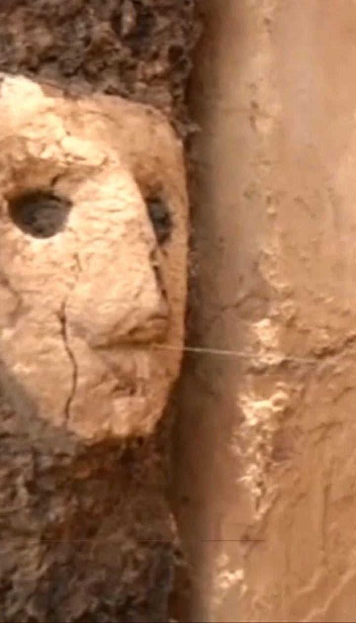 В Перу археологи откопали древние деревянные статуи, которые пролежали под землей 800 лет