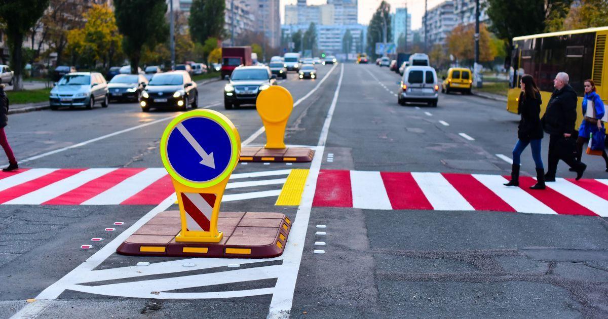 """""""Острівці безпеки"""" стануть безпечнішими: у Харкові поблизу пішохідних переходів встановлять протитаранні боларди"""