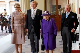 Эффектные выходы: королева Максима и королева Елизавета II на торжественном мероприятии в Букингемском дворце