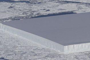 NASA пояснило походження загадково рівного айсберга, який викликав шквал суперечок у Мережі
