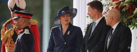 Не такая, как всегда: Тереза Мэй в элегантном образе посетила торжественную церемонию