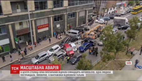 Бульвар Лесі Українки паралізувала ДТП за участі десятків автівок