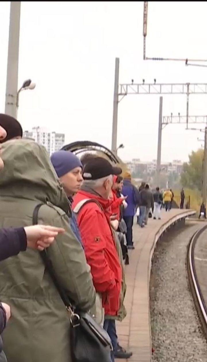 """""""Київпастранс"""" та """"Укрзалізниця"""" звинувачують один одного у збоях роботи міської електрички"""