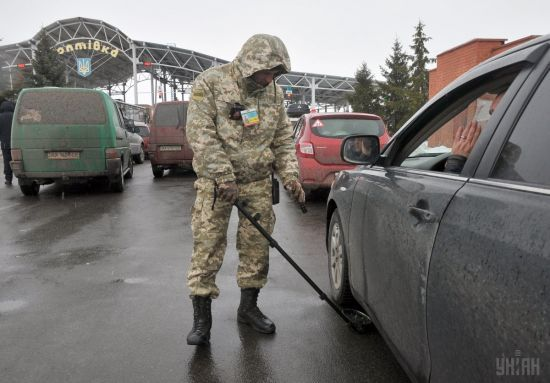 Росіянин намагався провезти до України труп своєї дружини, видаючи її за живу