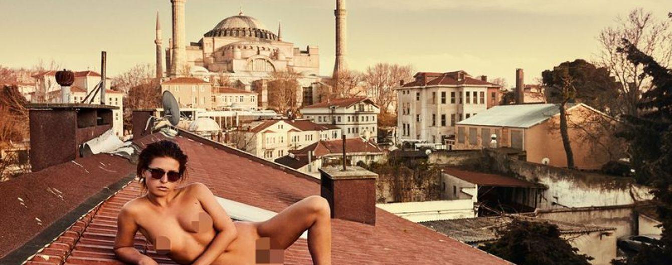 Бурка і вагіна: модель Playboy влаштувала провокаціюв мечеті Святої Софії
