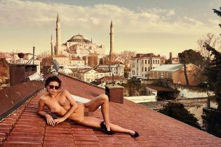 Бурка и вагина: модель Playboy устроила провокацию в мечети Святой Софии