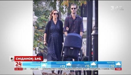 Молодую маму Пиппу Мидлтон уже дважды замечали на прогулке с младенцем