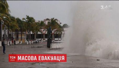 """Узбережжя Мексики страждає від удару потужного урагану """"Вілла"""""""