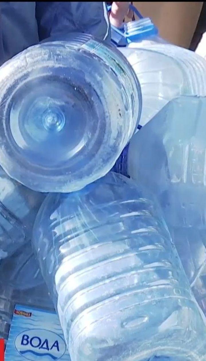 Через прорив мережі тисячі мешканців Торецька та довколишніх сіл більше тижня прожили без води