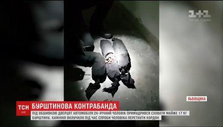 Житель Львівщини намагався вивезти до Польщі майже 17 кілограмів бурштину
