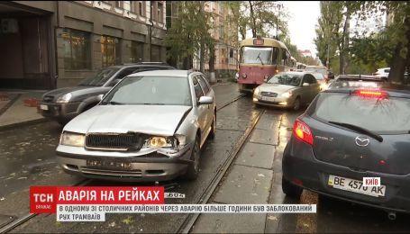 ДТП остановила движение трамваев на Подоле