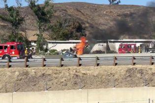 """Появилось видео посадки в США самолета с эмблемой """"Вермахта"""", который загорелся после приземления на шоссе"""