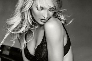 """Сексі-матуся: """"ангел"""" Кендіс Свейнпоул похизувалася красивими грудьми в чорному бюстгальтері"""