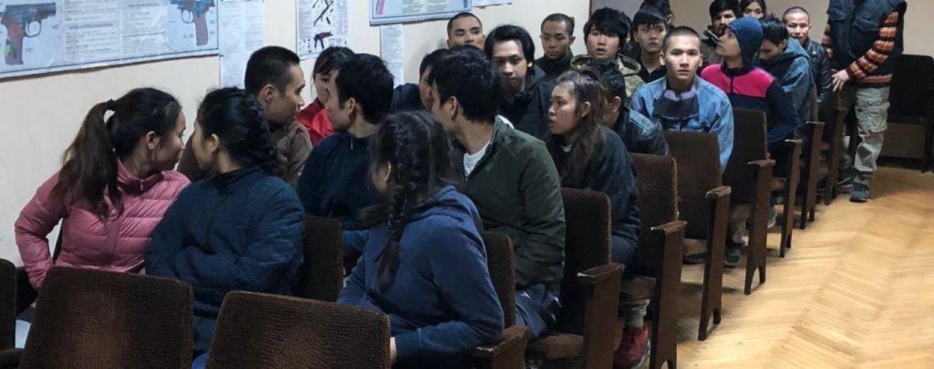 Поліція опікуватиметься нелегалами з Азії, котрі раптово з'явилися в селі під Києвом