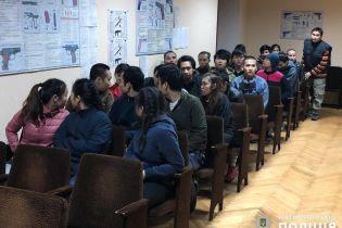На Киевщине вьетнамцы-нелегалы ходили по домам и просили кушать