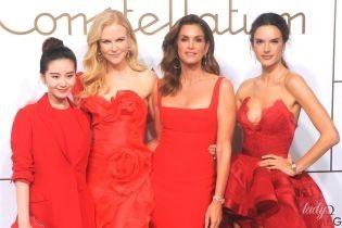 Красотки в красном: Кроуфорд, Кидман и Амбросио на мероприятии в Шанхае