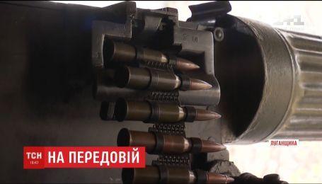 Позиції українських військових на передовій активно обстрілюють з різних видів зброї