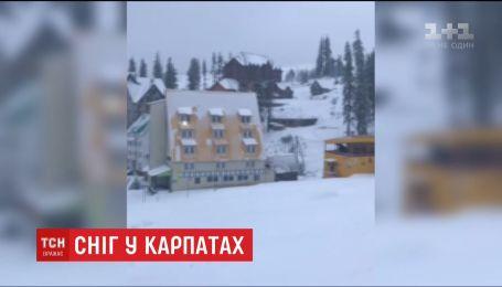 """Горнолыжные курорты """"Драгобрат"""" и """"Буковель"""" засыпало снегом"""