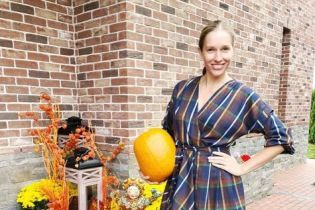 Катерина Осадча з гарбузом у руці та без макіяжу пораділа осені
