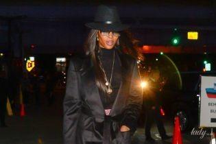 В черном плаще и с крокодиловой сумкой: стильная Наоми Кэмпбелл прогулялась по Нью-Йорку