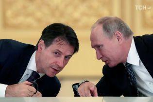 Дружба з Путіним і спроби втягнути ЄС у діалог із РФ. Прем'єр Італії похизувався візитом до Москви