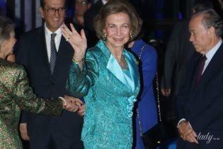 В костюме со стразами и вся в золоте: 79-летняя королева София впечатлила ярким образом