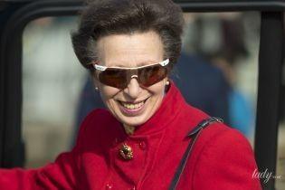 В ярком пиджаке и не очень новых сапогах: принцесса Анна на приеме в Лондоне