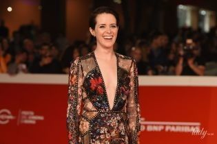 С декольте до пупка: Клэр Фой на красной дорожке кинофестиваля в Риме