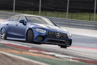 Mercedes-AMG оспорил звание седана Jaguar как самого быстрого
