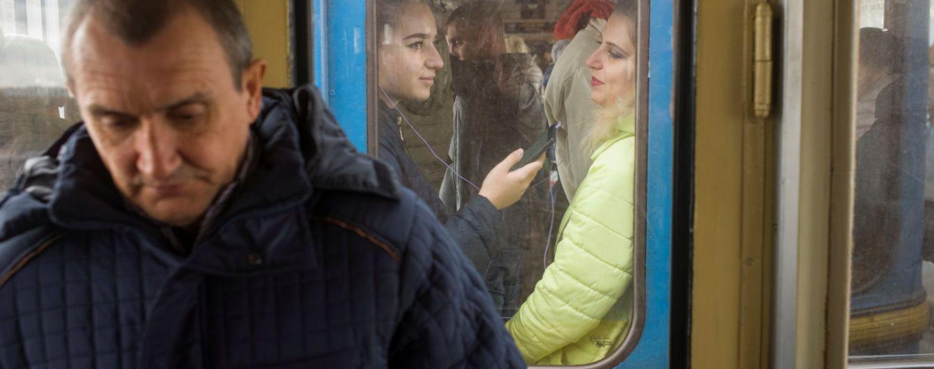 У Києві зупинялась червона гілка метро