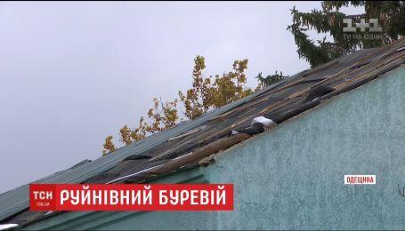 Нищівна стихія. У райцентрі на Одещині аномальний буревій зірвав покрівлю із садочка, повного дітей