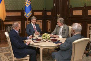 На Банковій зібралися на розмову чотири президенти України