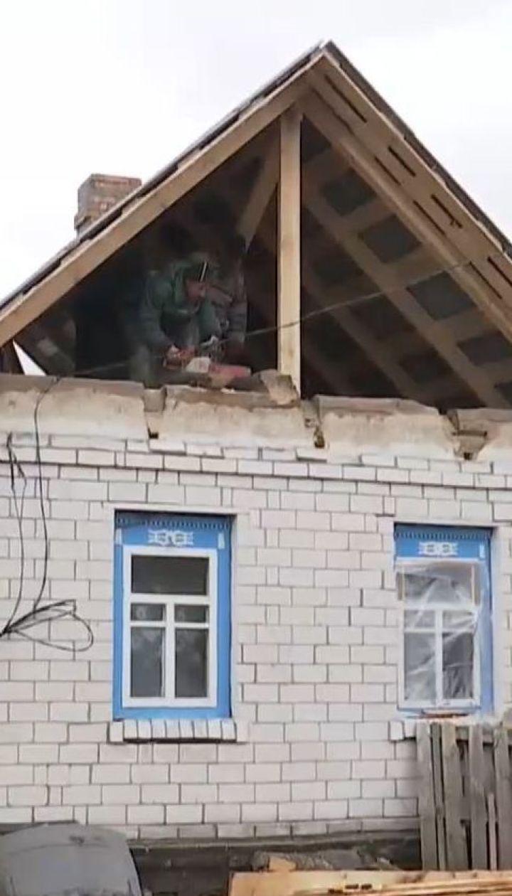 На Чернігівщині люди самотужки відновлюють будинки, пошкоджені вибухами на арсеналі боєприпасів