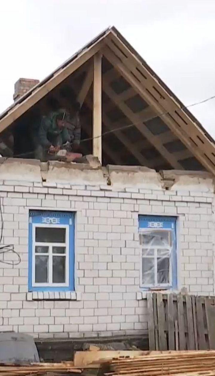 На Черниговщине люди самостоятельно восстанавливают дома, поврежденные взрывами на арсенале боеприпасов