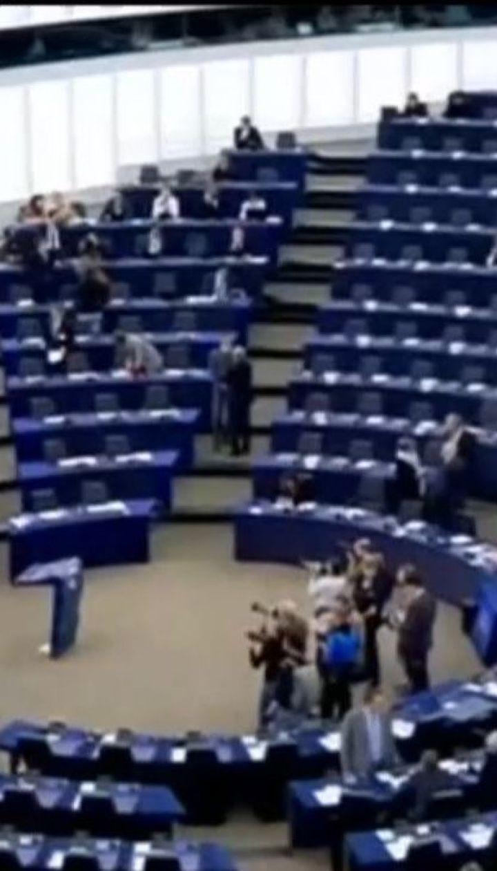 Европарламент введет новые санкции против России в случае дальнейшего обострения на Азове