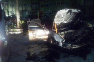 В Львовской области за ночь произошло два автопожара